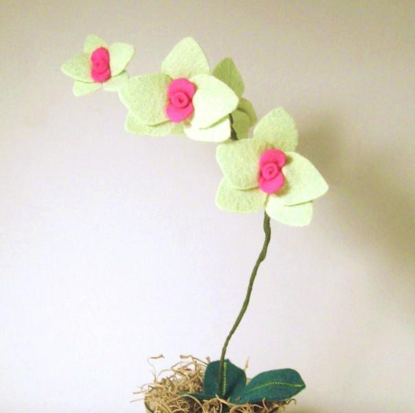 wool felt orchid  - medium