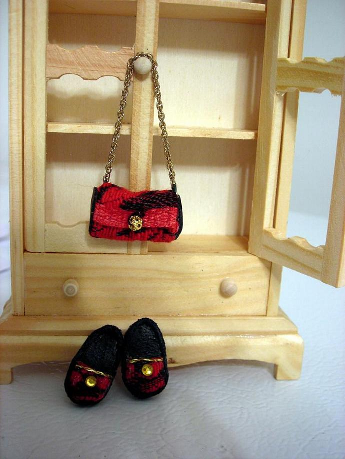 Red and black purse with matching slippers - one inch dollhouse scale