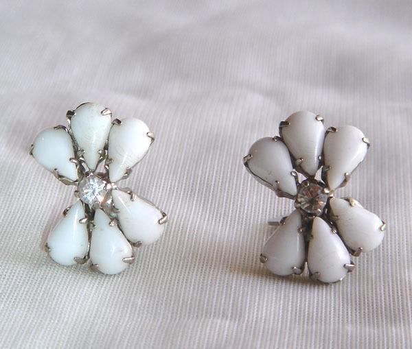 Vintage - White & Rhinestone Flower Clip Style Earrings