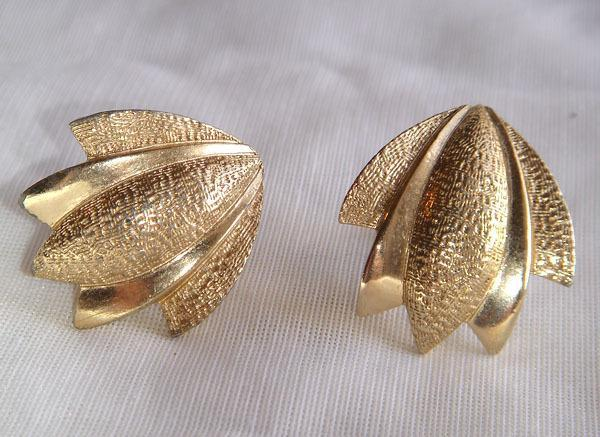 Vintage - Gold Tone Clip Style Leaf Shape Earrings