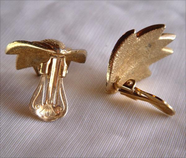Vintage - Gold Tone Clip Style Leaf Shape Earrings