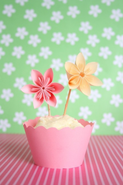 12 Flower Cupcake Toppers ' Spring Celebration '