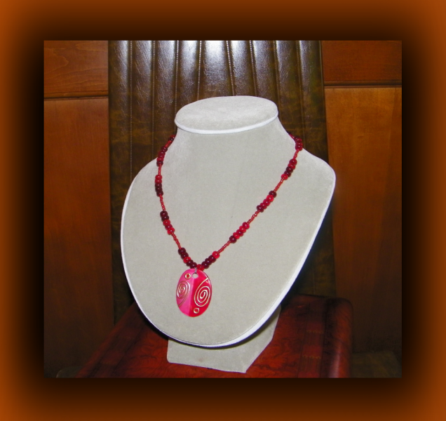 Two-tone Oval Red Shell Necklace (Tribal Inspired)