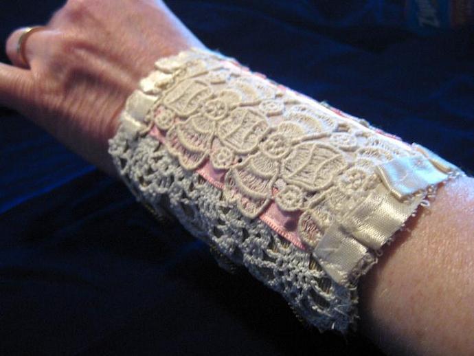 Clarice Lace Cuff