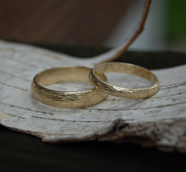 The Natural Tree Vine Yellow Gold Wedding band set
