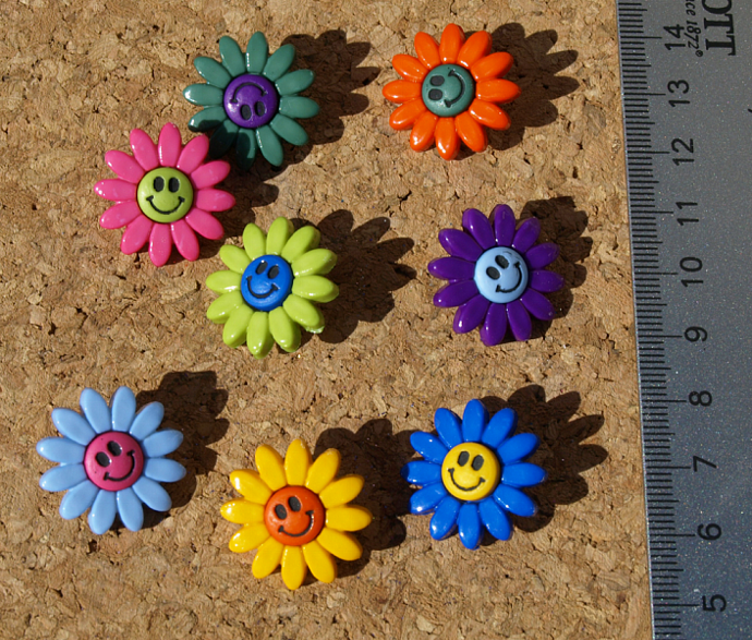 Smiling Daisy Buttons