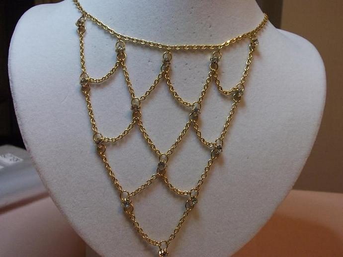 Vintage Beautiful Bib Necklace Gold with Rhinestones