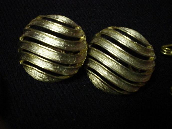 Vintage Gold Round Earrings with Wavey Spaces
