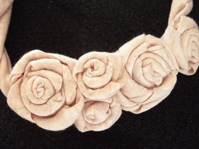 Jersey Rosette Necklace