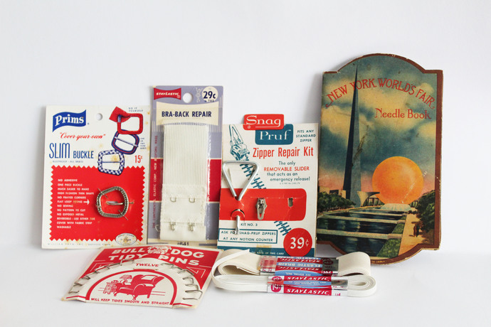 Vintage Sewing items- New York World's Fair Needle Book, Bull Dog Tidy Pins,