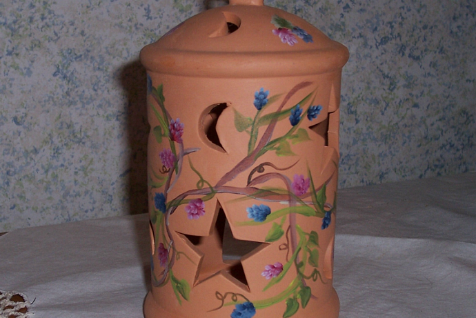 Berry Pottery Birdhouse Tea Light
