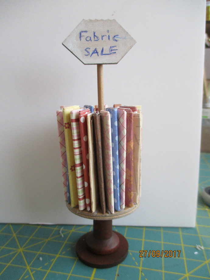 Mini Fabric Stand - Height 5 inches Tall