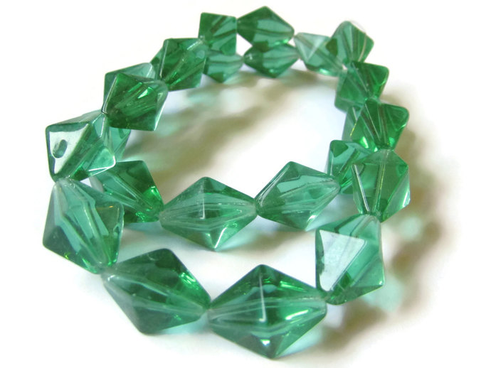24 15mm Green Crystal Beads Diamond Beads Bicone Beads Rhombus Beads 14 Inch