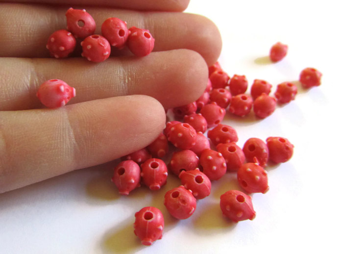 75 Red Pigs Plastic Beads 8mm Beads Farm Animal Beads Piggy Bank Beads Miniature