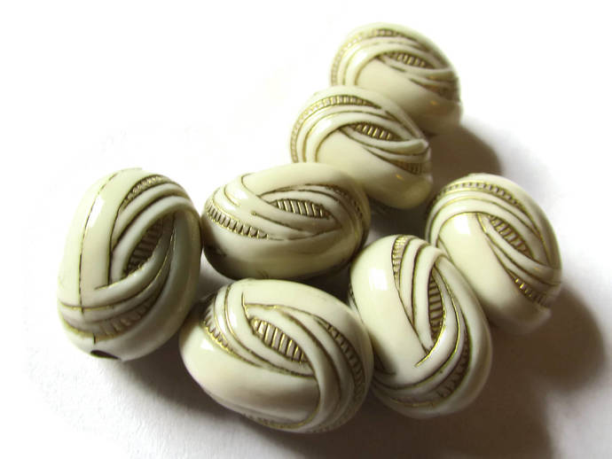 7 18mm Black White and Mixed Art Deco Beads Knot Beads Oval Beads Gold Trim