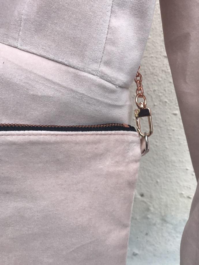 IPHONEBAG/CROSSOVER BAG/designer bag/rose gold chain/iphone case bag/chanel look