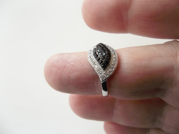 1ct  Black Sapphire And White Topaz Ring, High End Ring, Sapphire ring, 925