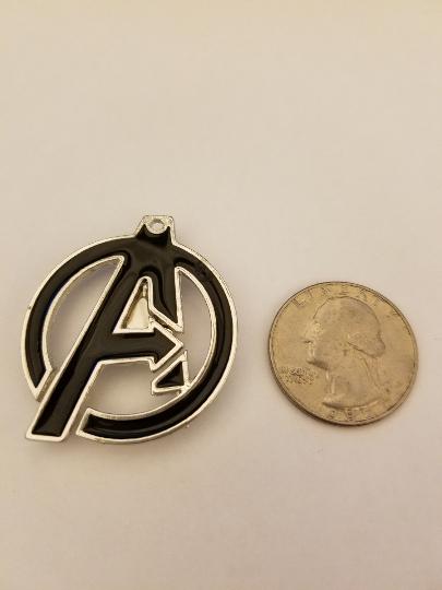 Avengers logo needle minder, magnet