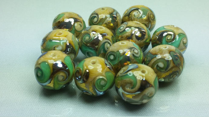 Lot of 10 Murano Glass beads Green and Gold leaf - 14 mm.