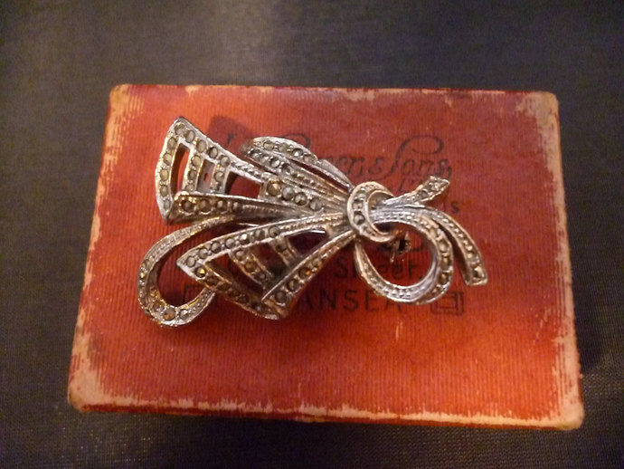 "Stunning vintage marcasite brooch - 1.75"" x 1.2"" - Bow - vintage - unique"