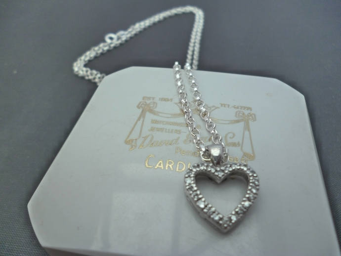 A stunning sparkly CZ and silver heart pendant necklace - 925 - sterling silver