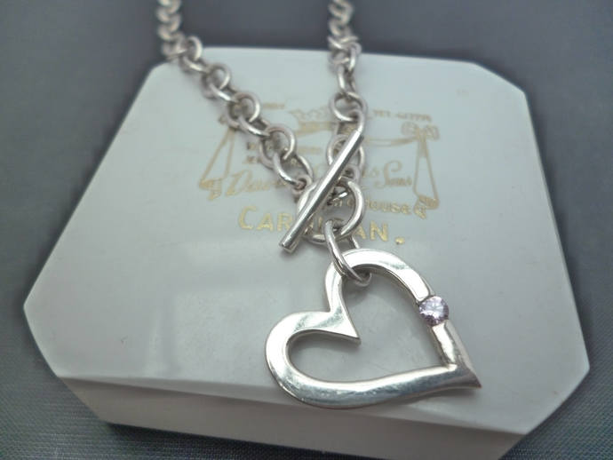 Use A stunning chunky silver t-bar clasp heart pendant necklace - 925 - sterling