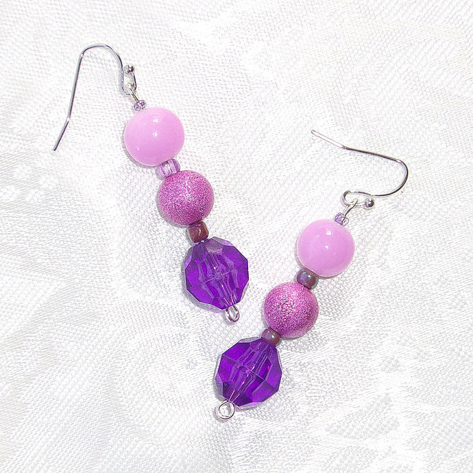 Dangle Earrings beaded in Pink and Violet gradient colors