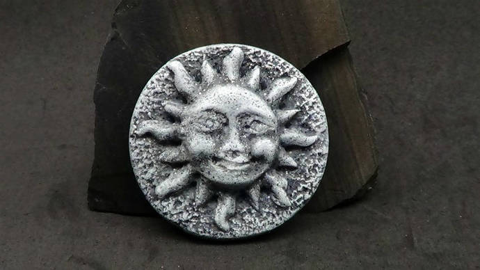 38mm Smiling Sun with Sun Rays Round Cabochon or Bead - Faux Gray Basalt Rock