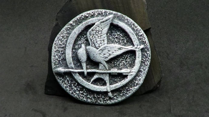 46mm Mockingjay Bird Cabochon or Bead - Faux Gray Basalt Rock