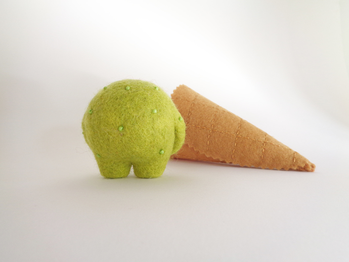 Scoopsie Lime, a talkative ice cream scoop, needle felted Art Toy, ice cream