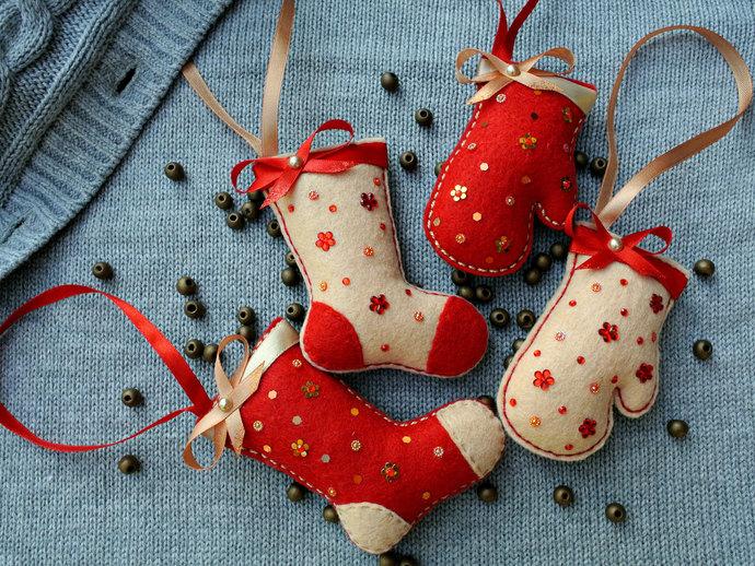 Felt Christmas stockings mittens, handmade xmas decorations set, red stocking