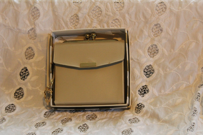 Vintage Lady Buxton Beige Leather Wallet, Ladies Wallet, Kiss Clasp - NEVER