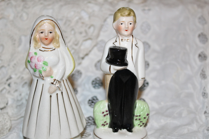 Vintage Salt and Pepper Shaker Nikoniko China Turnabout Married Couple
