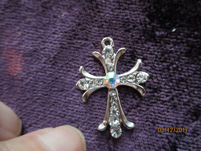 "1 x 1"" Diamante Metal Cross"