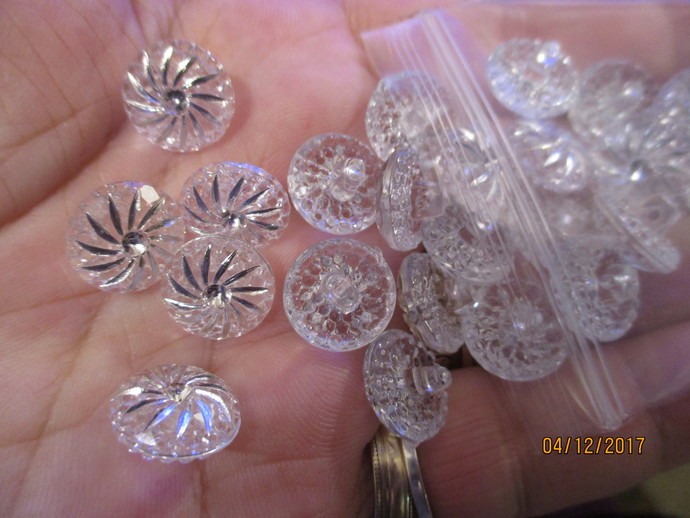 24 x Diamond-cut Buttons