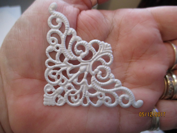 4 x Large Filigree Corners