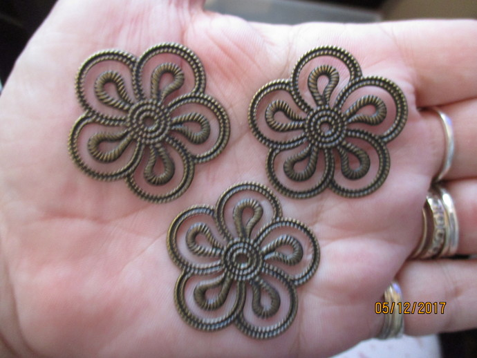 3 x Bronze Flower Flatplate