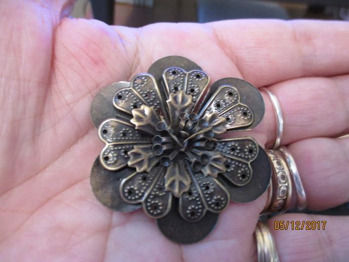 1 x Bronze Flower