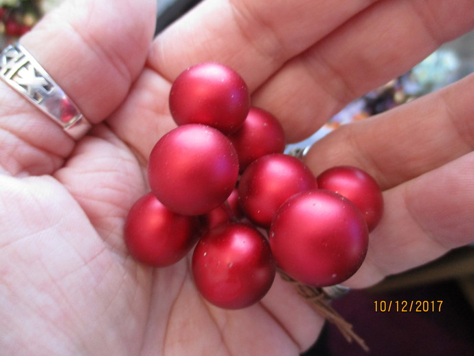 Small Christmas Berry Bunch