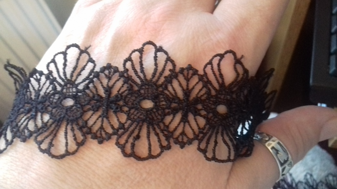 20 Inches of Gorgeous Black Fancy Lace Trim
