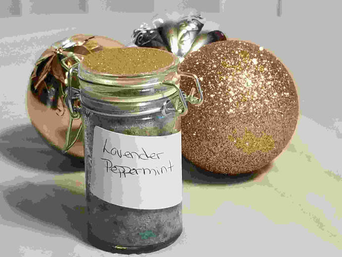 Sweet Iris Fragrances and Relaxation: Lavender Peppermint Scented Bath Salts