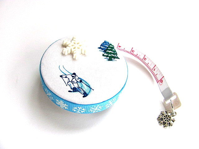 Measuring Tape Snow and Skiers Retractable Tape Measure
