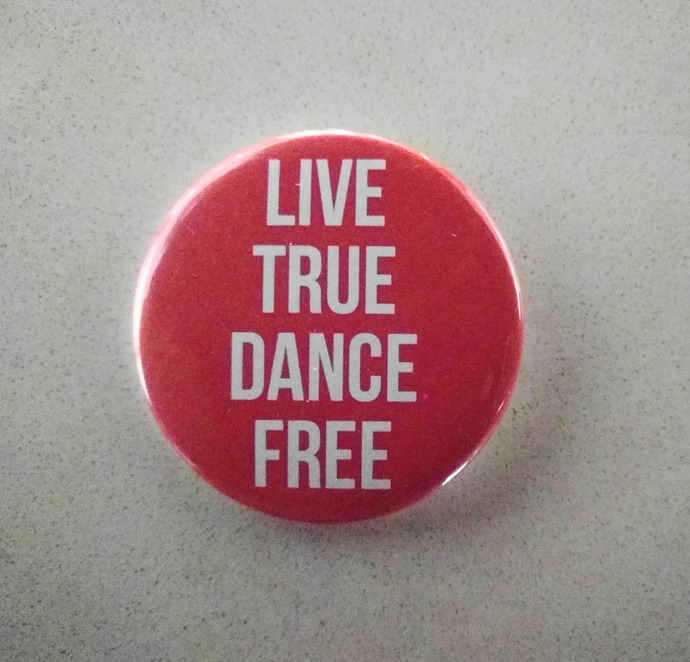 Button - Live True Dance Free