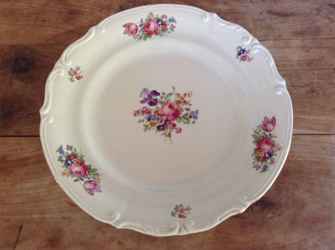 Decorative platter with roses | Country platter | Cabinet plate | Vintage round