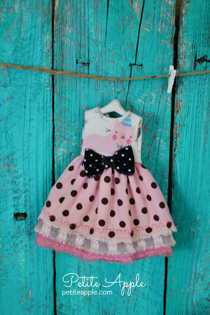 Cat dress for Blythe doll *Party cat* OOAK outfit