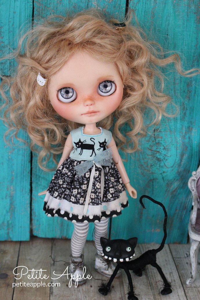 Cat dress for Blythe doll *Le Jardin des chats* OOAK outfit