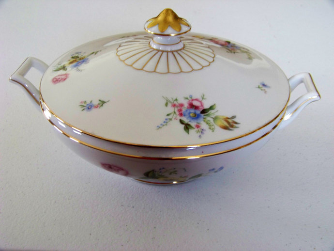 Heinrich H & Co Selb Bavaria Germany Floral Round Casserole Pattern 16419
