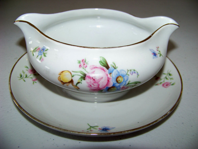 Heinrich H & Co Selb Bavaria Germany Floral Gravy Boat Pattern 16419