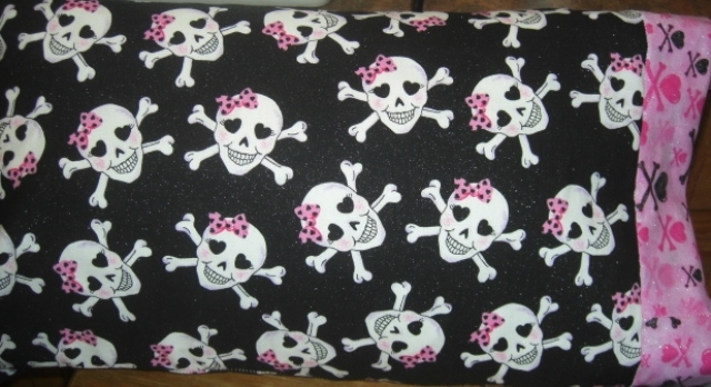 TRAVEL SIZE PILLOW CASES SKULLS AND CROSSBONES