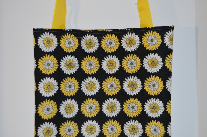 Yellow and White Daisy tote bag